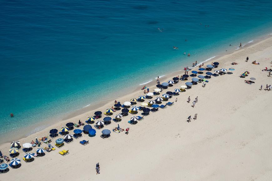 """Пляж """"Egremni"""" Из-за  сложной  доступности,  людей  ни  много. В  конце года 2015г. было землетрясение и со скал попадали камни и есть известие  что пляж  полностью   разрушен,  и если  это так,  то  это одни из последних  фото этого пляжа.  Очень  жаль((("""