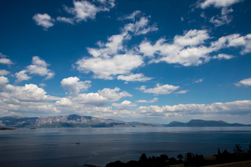 Вид с  острова Лефкада на  материк.