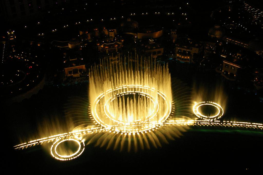 Співаючий фонтан у Las Vegas, Белладжо готель і казино Фішки казино покер клуб
