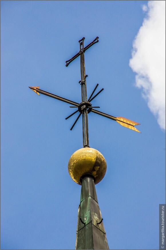 крест на башне-колокольне сделан флюгером или флюгер крестом?
