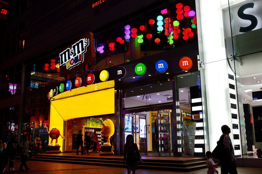 Фирменный магазин  M&Ms World в Шанхае (побывать внутри можно по ссылке http://vera2012.tourister.ru/photoalbum/25723 )