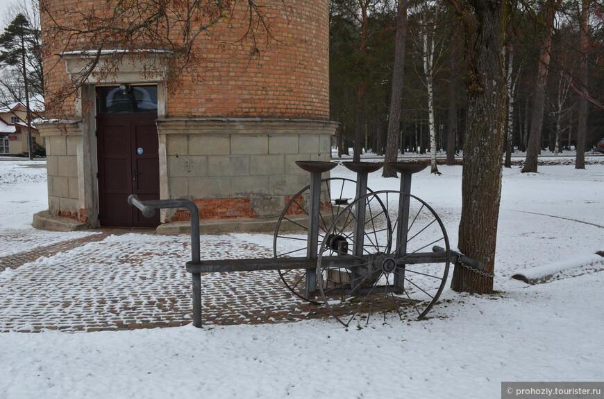 ...но велосипед стоял неподалёку.