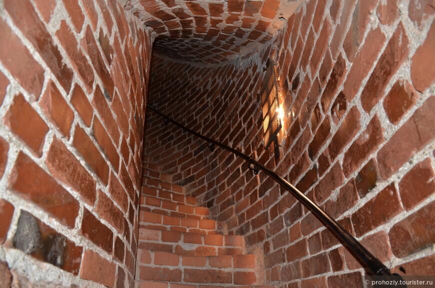На этих лестницах двоим не разойтись...