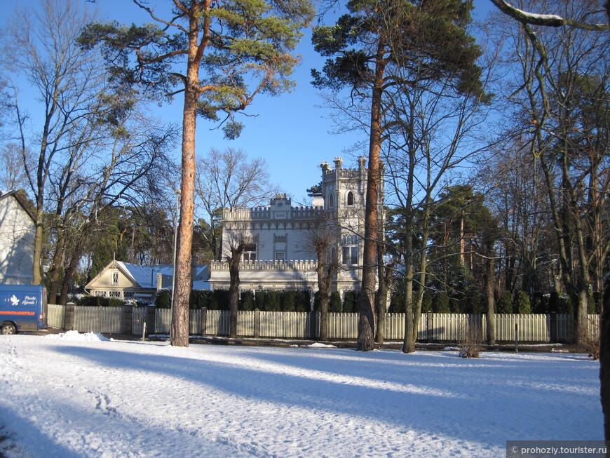 Вот такие дворцы ждут своих обитателей в тиши Балтийского моря.