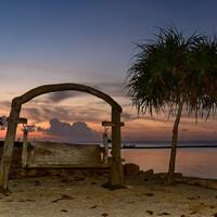 Натюрморт с качелями, пальмой и закатом... ))