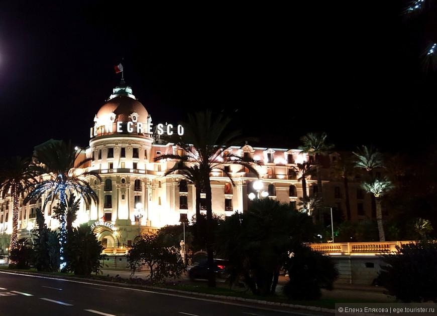 Самым роскошным и знаменитым отелем в Ницце считается вот этот отель Негреско, на интерьеры которого пускают смотреть всех желающих в определенное время, кажется, с 15-00 до 18-00. Отель был построен в 1912 году господином Генри Негреско, сыном румынского трактирщика, который в возрасте 15 лет покинул родительский дом, чтобы путешествовать по Европе.