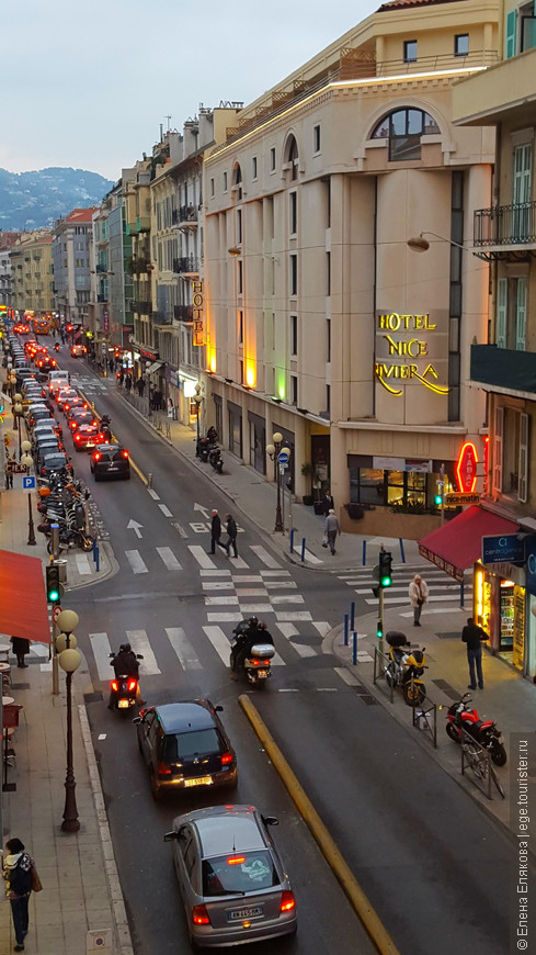 Улица нашего отеля, снято с нашего балкона