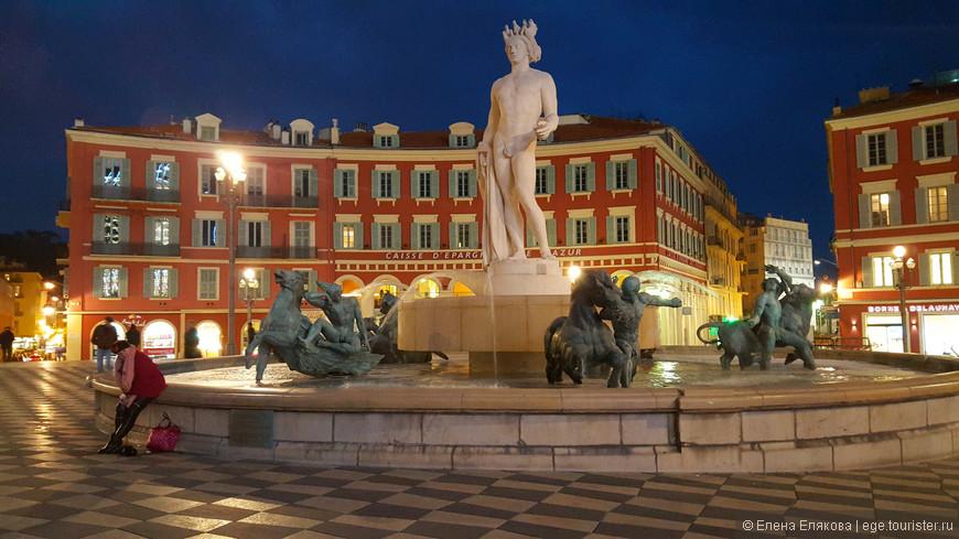 На площади Массена стоит фонтан «Солнце», созданный в 1956 г.  Его украшают скульптуры Альфреда Жаньо. В бронзовых статуях предстали главные божества античной мифологии: Гея-Земля, Марс, Венера, Меркурий и Сатурн, а по середине стоит семиметровая фигура Аполлона, которую сочли неприличной и демонтировали, восстановили в 2011 г.