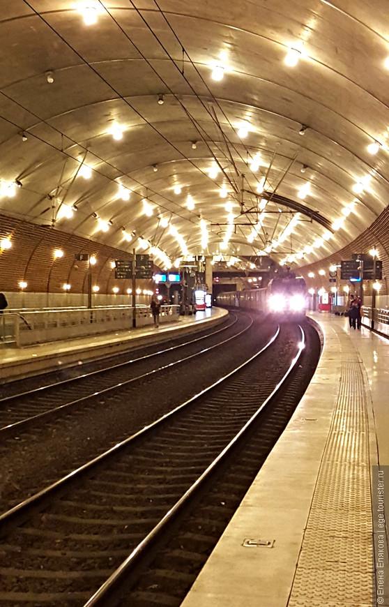 Это наш поезд в Ниццу. Вокзал в Монако подземный.