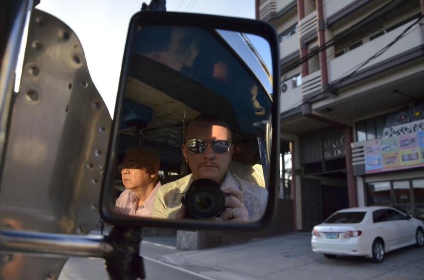 Сидя спереди, можно фигачить зеркальные селфи!