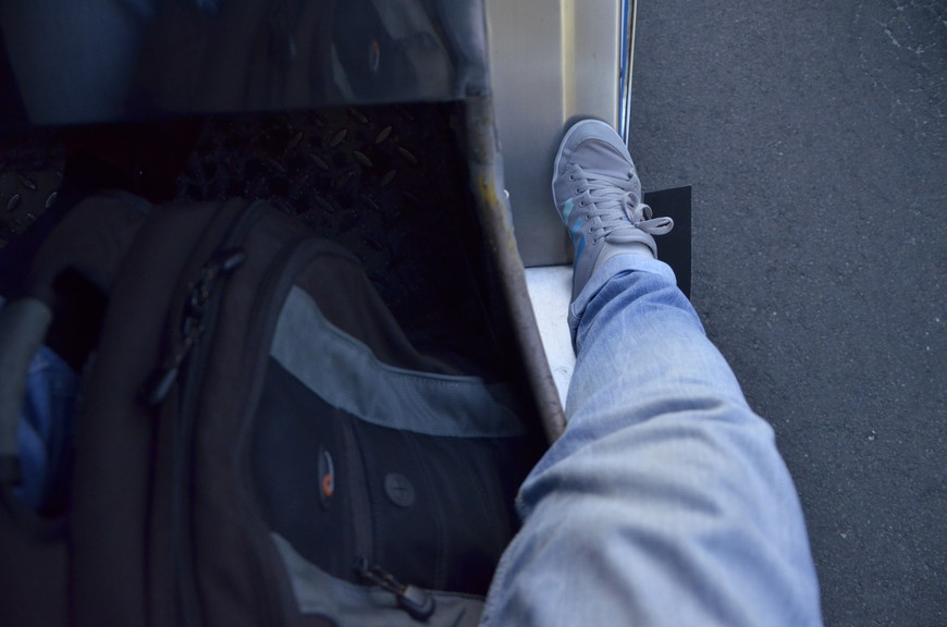 На переднем сидении дверей нет, часть себя можно вынести из салона.