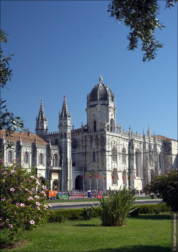 Вид на церковь монастыря.