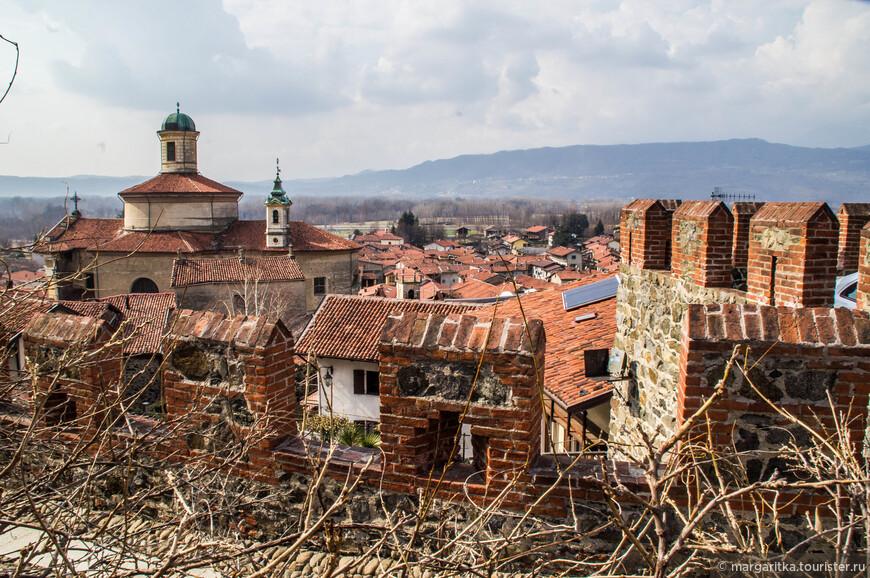 Храм св. Петра  включают в описания архитектурного комплекса Павонского замка как его неотъемлемую часть.