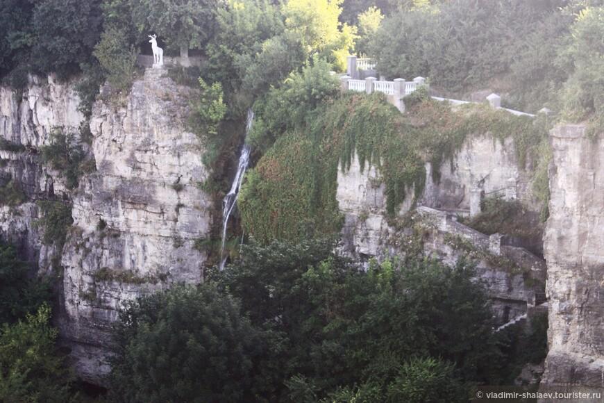 Вид с моста на каньон.