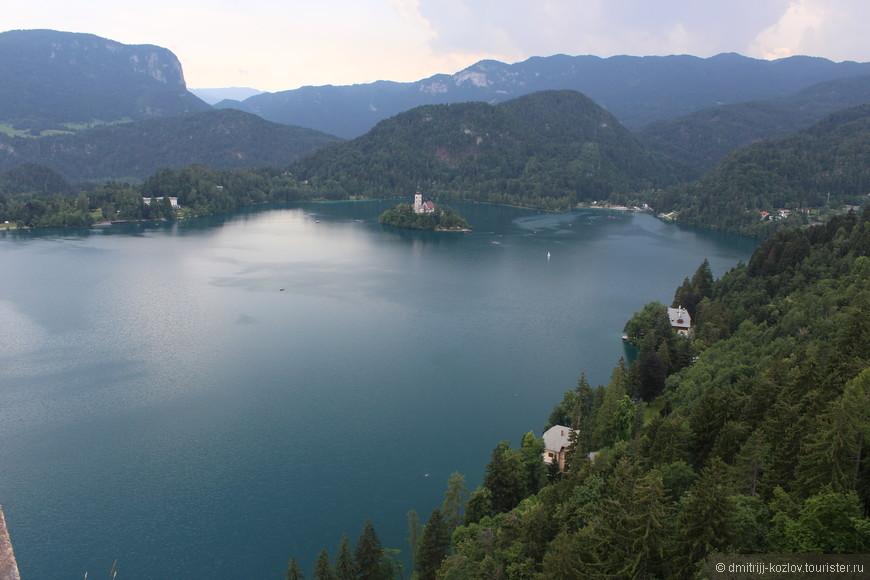 Вид с Бледского замка на озеро