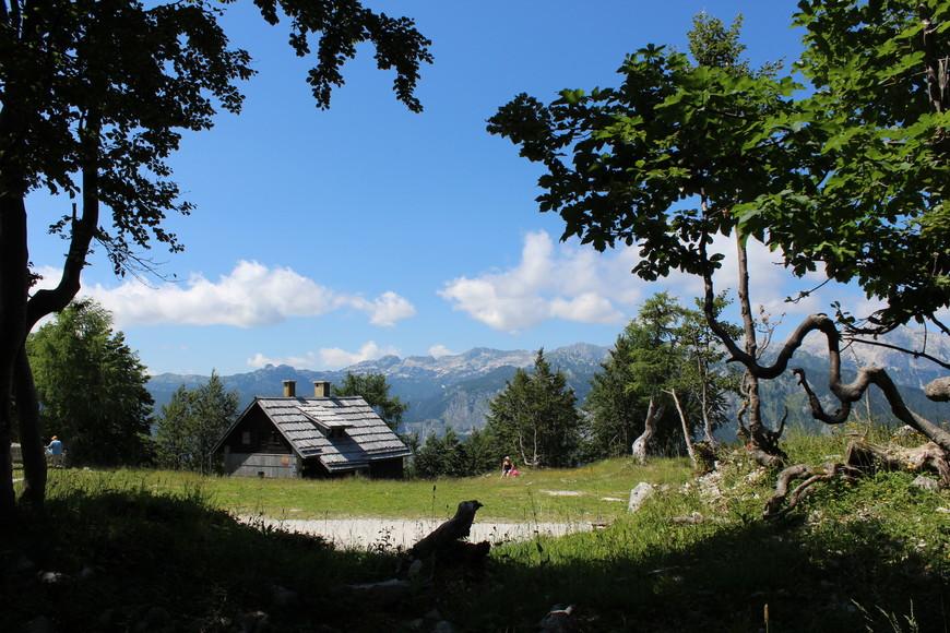 Альпийская деревушка в Горнолыжном центре Vogel,предположительно мини-отели.
