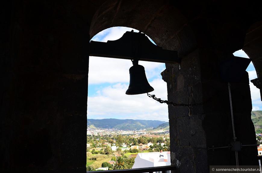 Город построен выше по уровню, чем современная столица – Санта-Крус-де-Тенерифе. Ла Лагуна скрыта в глубине острова. Именно там после завоевания Тенерифе в 1496 году основал ее военачальник из Андалусии, конкистадор Фернандес де Луго, покоривший остров и назначенный его губернатором. Название города произошло от имени пресноводного озера Ла Лагуна, которое с годами высохло и исчезло.