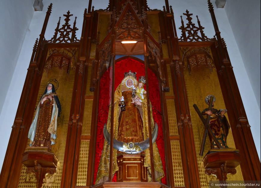 Каждый сентябрь сюда привозят очень почитаемую на Тенерифе статую Тела Христова, созданную еще в начале XVI века. В эти дни город наполняется паломниками со всех островов.