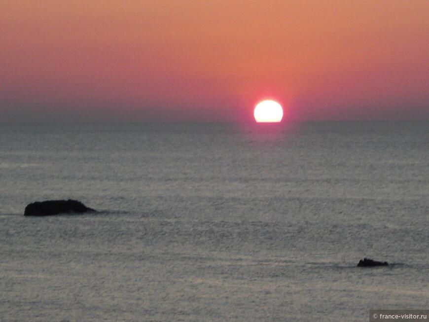 Это не картина Клода Моне, а настоящий закат в Биаррице
