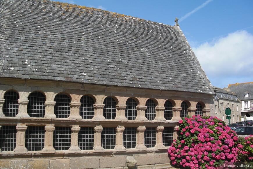 Аббатство XI века в центре Роскофф