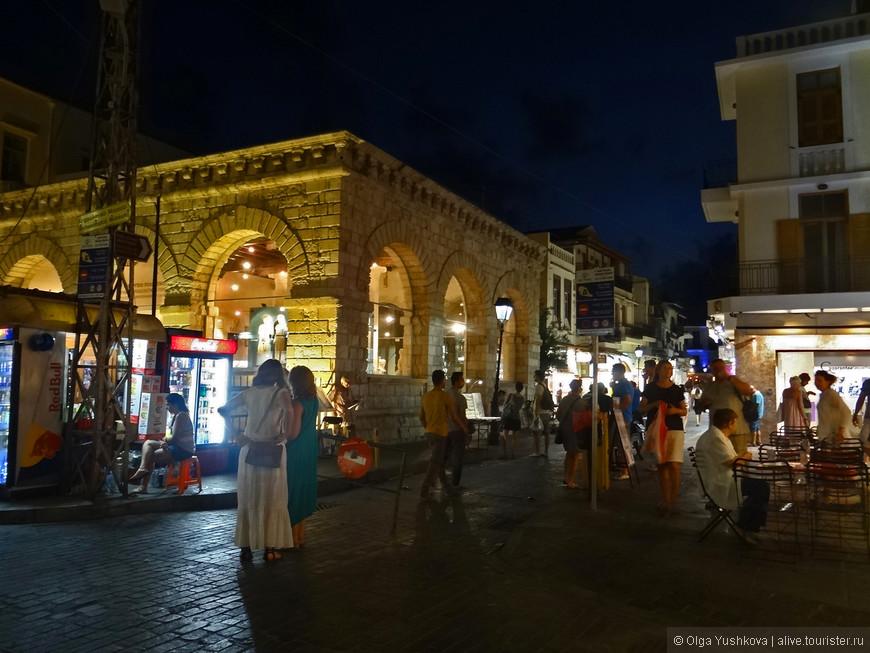 А вот и центр города. В летнее время здесь по вечерам всегда кипит бурная жизнь.