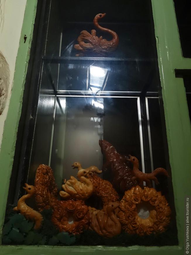 А это - окна в кондитерской... )))