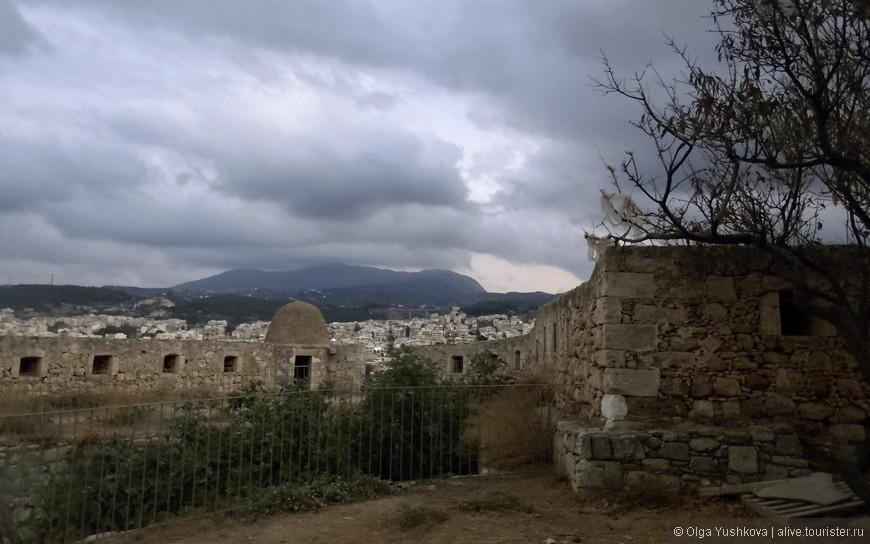 Построенная венецианцами в XVI веке, крепость Фортецца была призвана защищать остров от нападений пиратов и турецких вторжений...