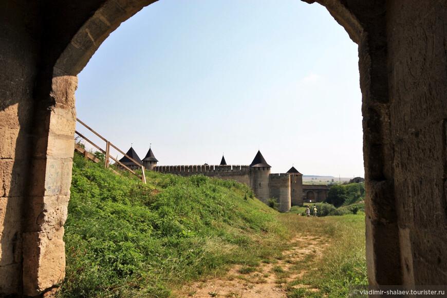 Вид на цитадель от ворот новой крепости.