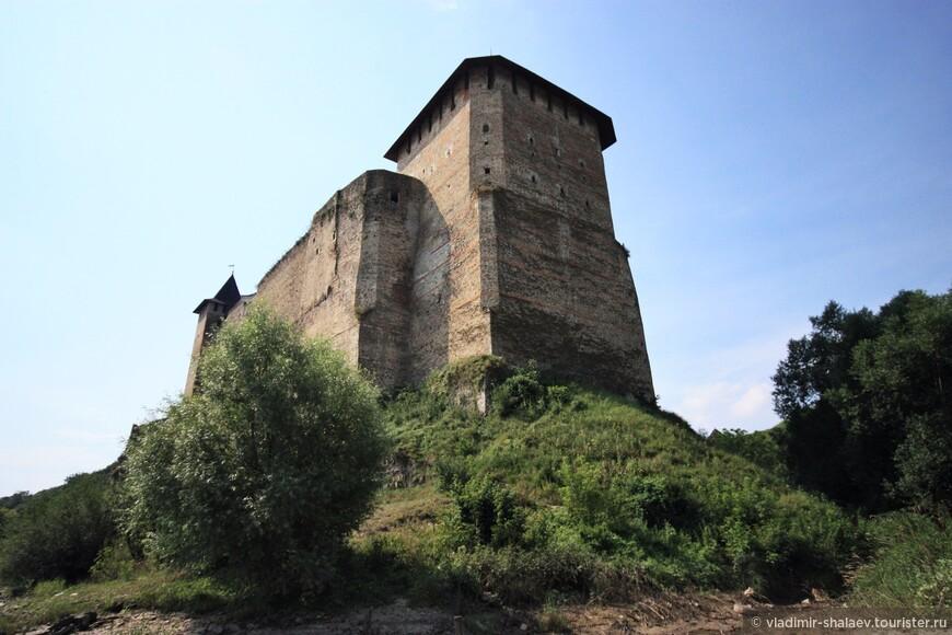 Вид на Хотинскую крепость от берега Днестра.
