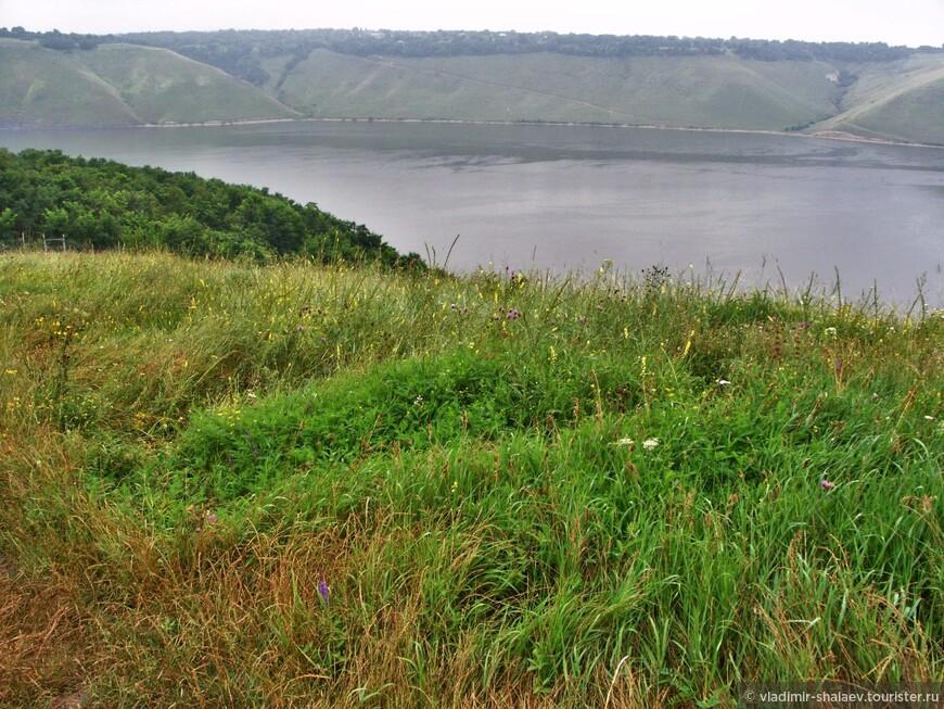 Бакота - это река Днестр с высокими берегами.