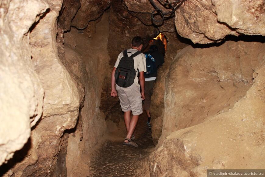 Покидаем пещеру и едем в посёлок Кривче смотреть на замок, вернее на то, что от него осталось.
