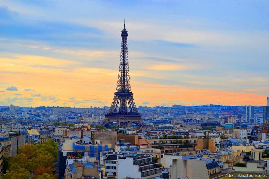 Париж настолько удивительный город, что ежегодно его посещает около тридцати миллионов туристов. Эта цифра еще раз подтверждает, что архитектура, сады и парки, многочисленные музеи столицы Франции обладают уникальной притягательной силой. Среди объектов, которые в обязательном порядке мечтает увидеть каждый гость Парижа, хорошо известные всему миру Собор Парижской Богоматери, базилика Сакре-Кер, Лувр, Музей Орсе, Триумфальная арка, Эйфелева башня, Центр Жоржа Помпиду и другие.