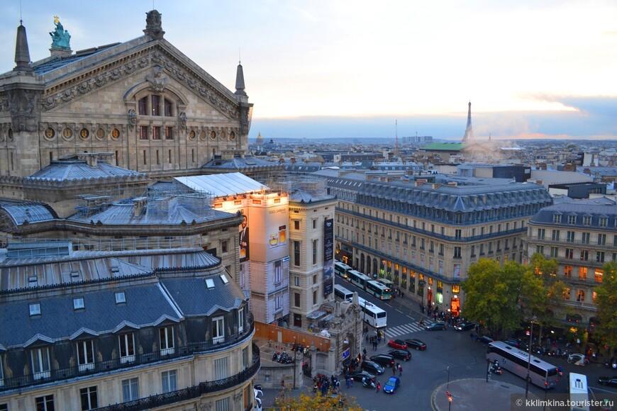 Но самые красивые виды и возможность посмотреть шикарный закат, подарила мне именно бесплатная смотровая площадка на крыши Galeries Lafayette.