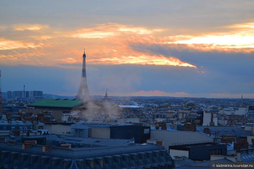 «Галери Лафайет» (Galeries Lafayette) — французская сеть универмагов , основанная в 1893 году. В 2009 г. оборот сети превысил 1 млрд евро. Владельцы — группа компаний Galeries Lafayette. Флагманом сети служит парижский аналог ГУМа — пассаж со стеклянным куполом Жака Грюбера и декором в стиле модерн, который был открыт в 1912 году в Париже, в здании на бульваре Осман напротив Гранд-Опера.