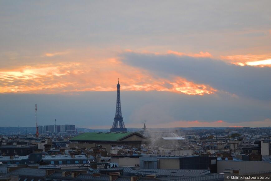 Именно с Galeries Lafayette, на мой взгляд, самый красивый вид на башню.