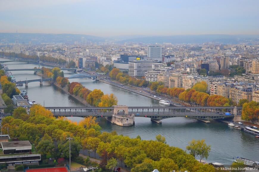 Смотровые площадки в Париже - это замечательная возможность для уставших бродить по вымощенным камнем улицам туристов взглянуть на Париж чуть свысока, прекрасный шанс полюбоваться панорамой с высоты птичьего полета и увидеть город во всей его красе.