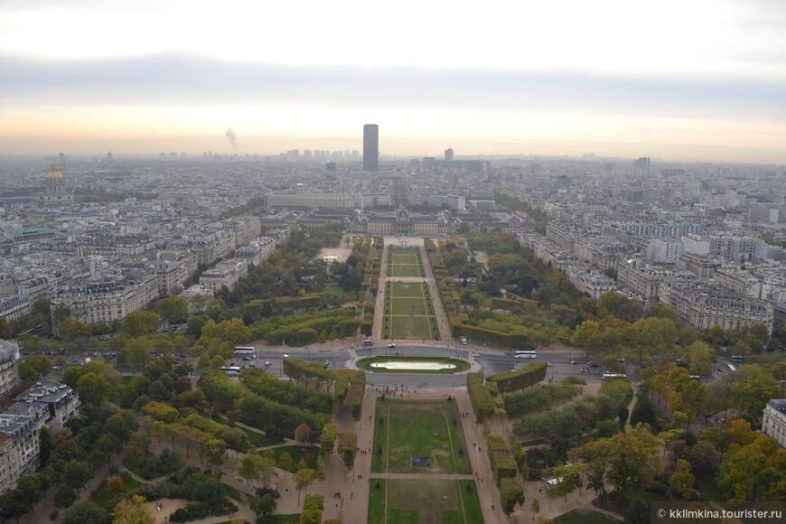 Вид на Париж с башни Эйфеля.