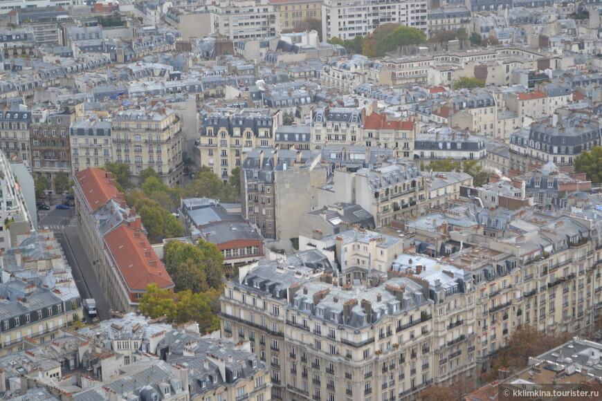 Нотр-Дам де Пари имеет также знаменитую смотровую площадку. Здесь, и Париж увидеть можно, и гаргулями полюбоваться. 45 метров. 387 ступенек только пешком. Стоимость подъема – до 15 евро.