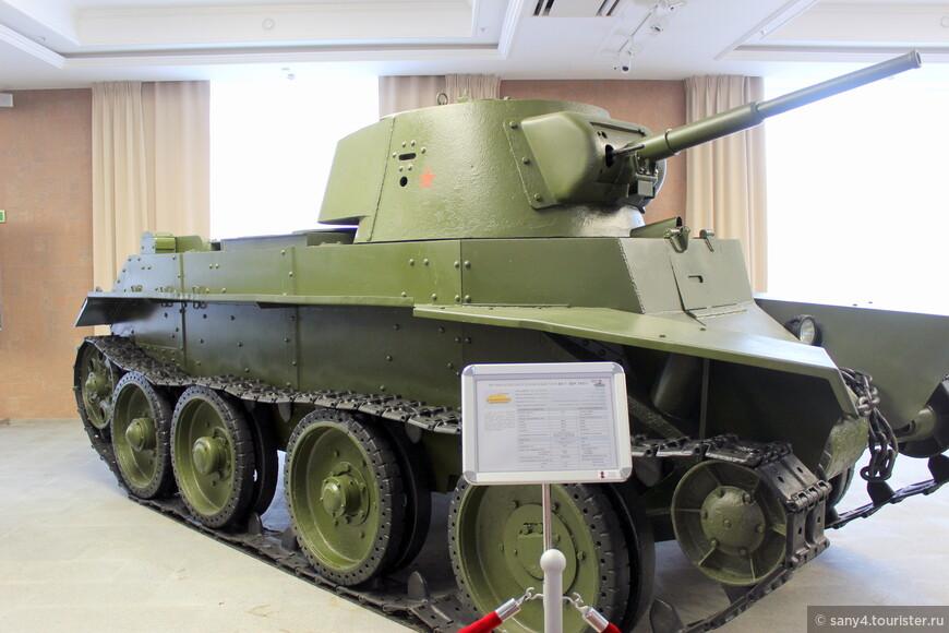 Колесно - гусеничный танк БТ-7.