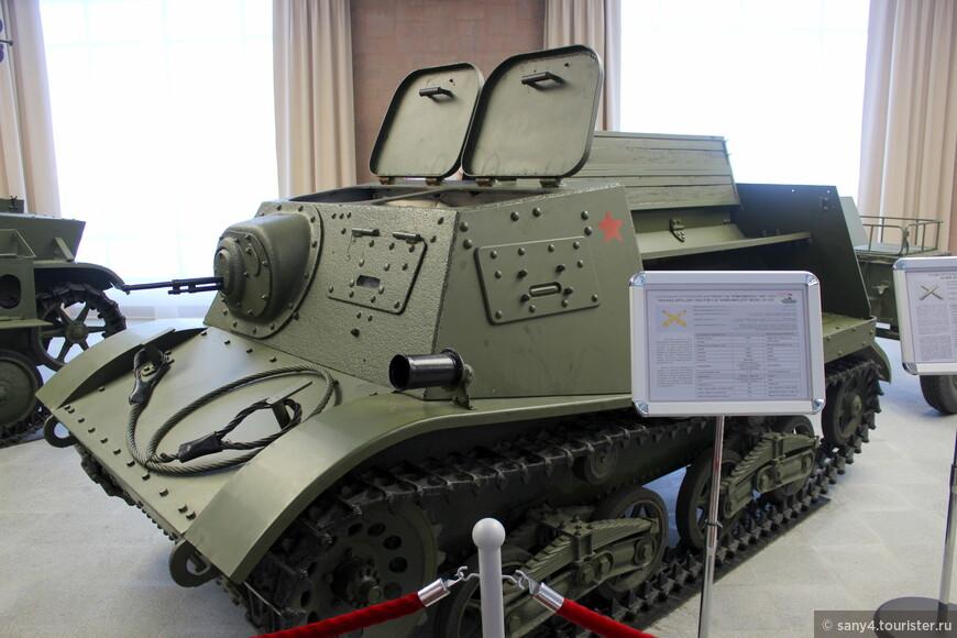 "Тягач ""Комсомолец"" применялся для буксировки артиллерийских орудий."