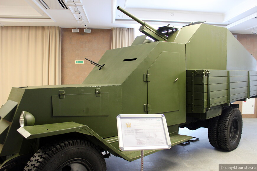 Бронированный ЗиС-5, использовавшийся в начале войны.