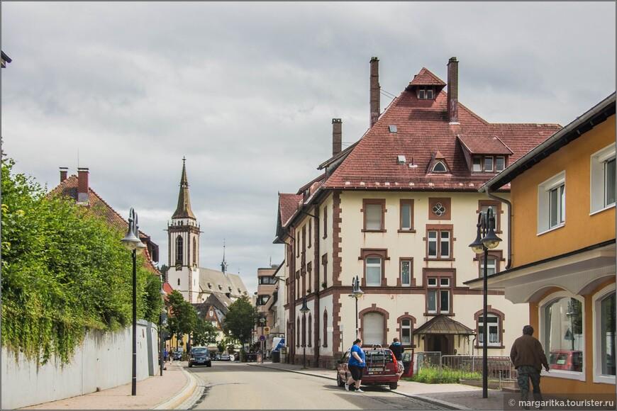улица к центру, коим является Мюнстер св. Якова (St. James' Church. Neustadt) http://margaritka.tourister.ru/photoalbum/26398