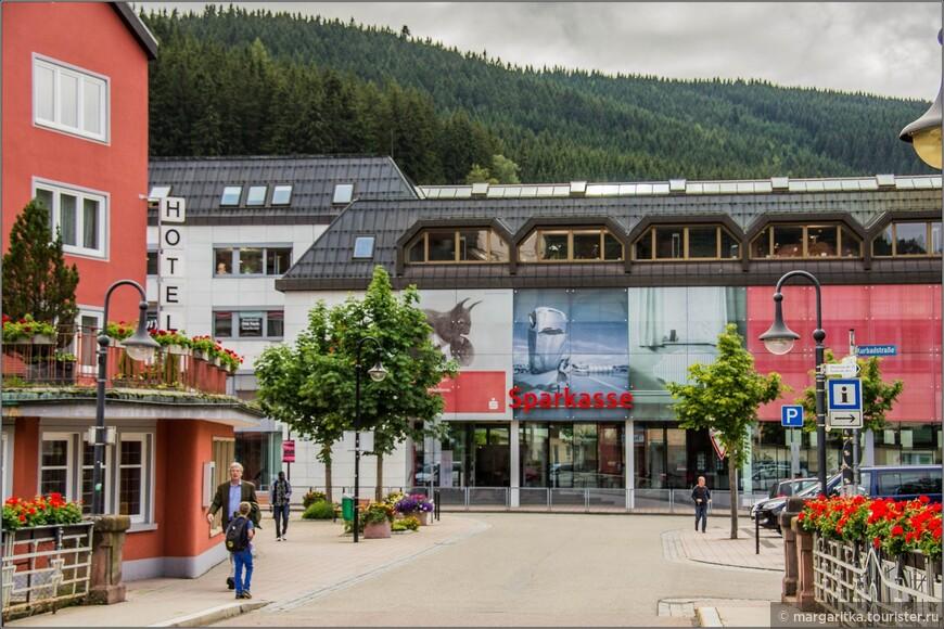 железнодорожная станция, она же автовокзал городка