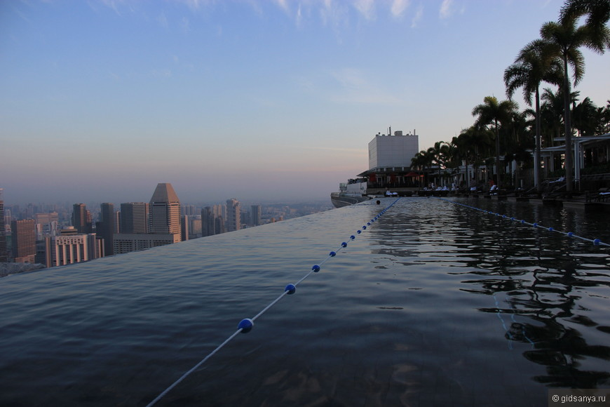 Если без людей, то бассейн очень хорош, совсем не маленький, удобный