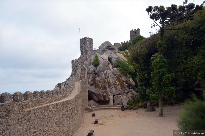 Замок был построен маврами на вершине  скалы в 9 веке. После изгнания арабов он потерял свое оборонительное значение и перешел к еврейской общине.