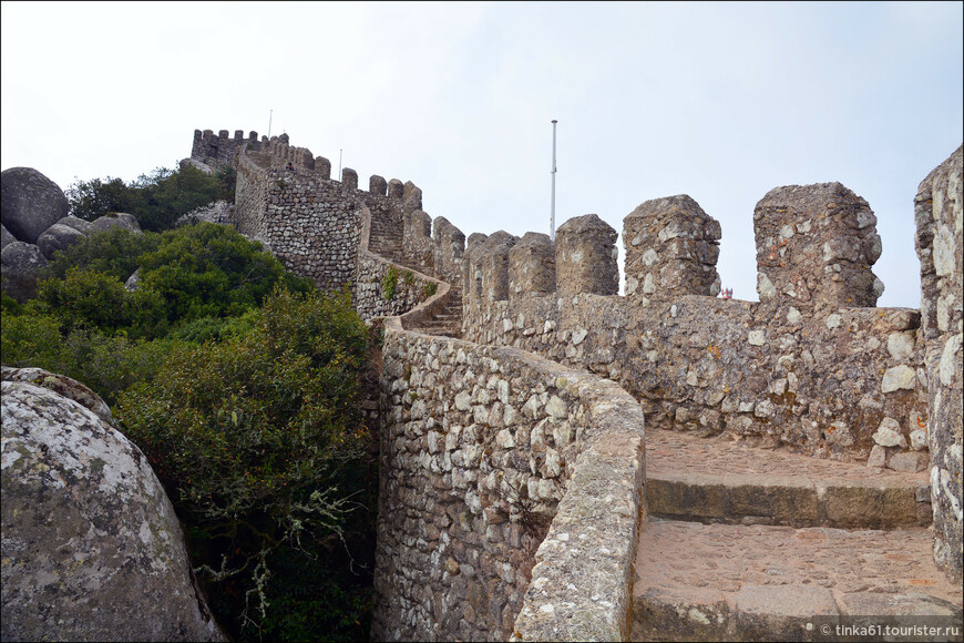 Внушительные стены крепости.