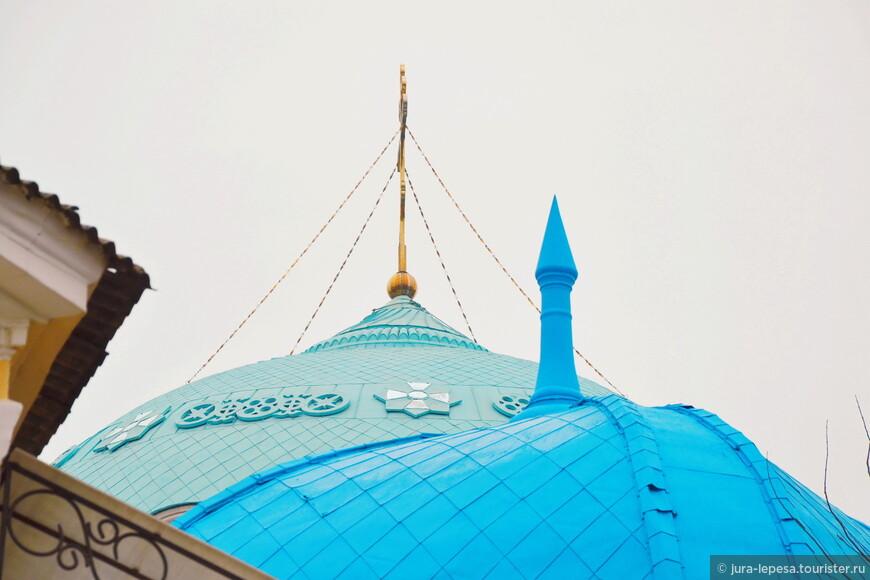 Тесное местонахождение всевозможных религий особенно хорошо заметно на этом фото.