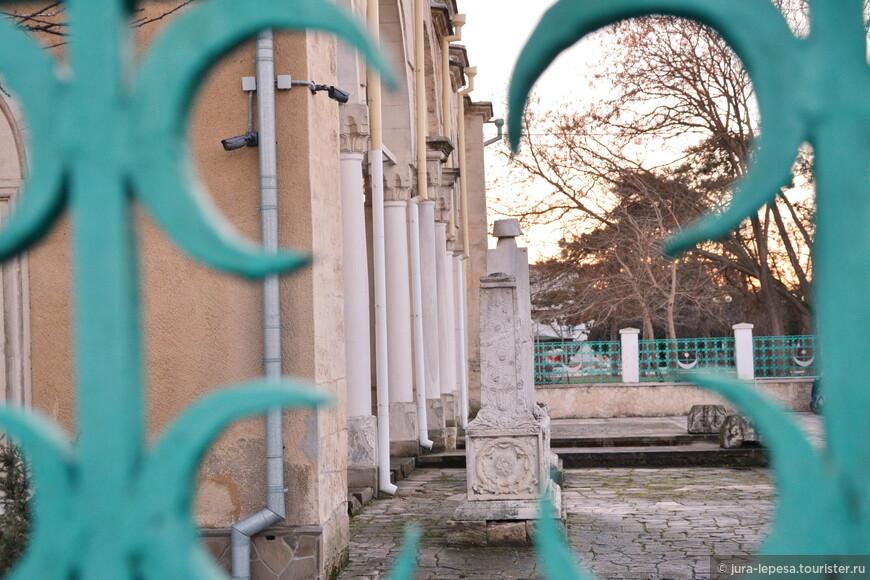 Мечеть Джума-Джами (второе название Хан-Джами) — историко-архитектурный памятник, действующая мусульманская мечеть Евпатории и один из наиболее интересных памятников мусульманской архитектуры Крыма.