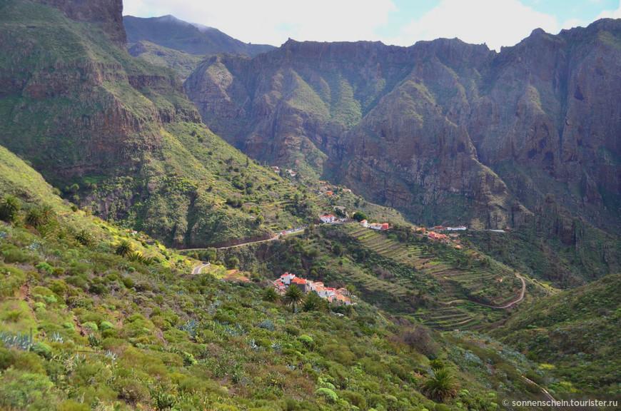 Это место обладает просто удивительной красотой — скалы, ущелье, пропасти и обрывы, ну и конечно испанский колорит.