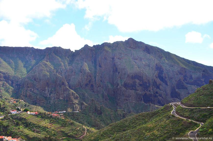 Когда поднимешься на северный склон ущелья открывается поистине фантастический вид.